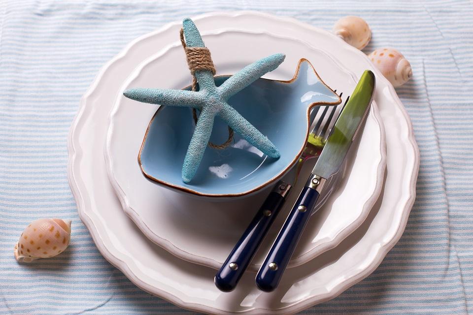 Colori e accessori per allestire una tavola che richiami - Il mare in tavola ...