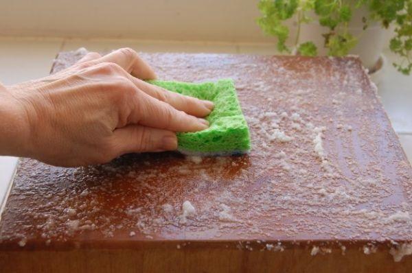eliminare i cattivi odori dal tagliere